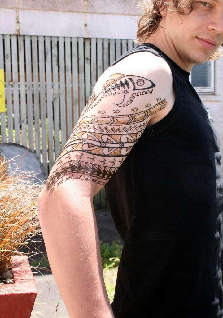 venta de material para tatuajes.  no es un tatuaje, sino simplemente una decoración temporal en la piel.